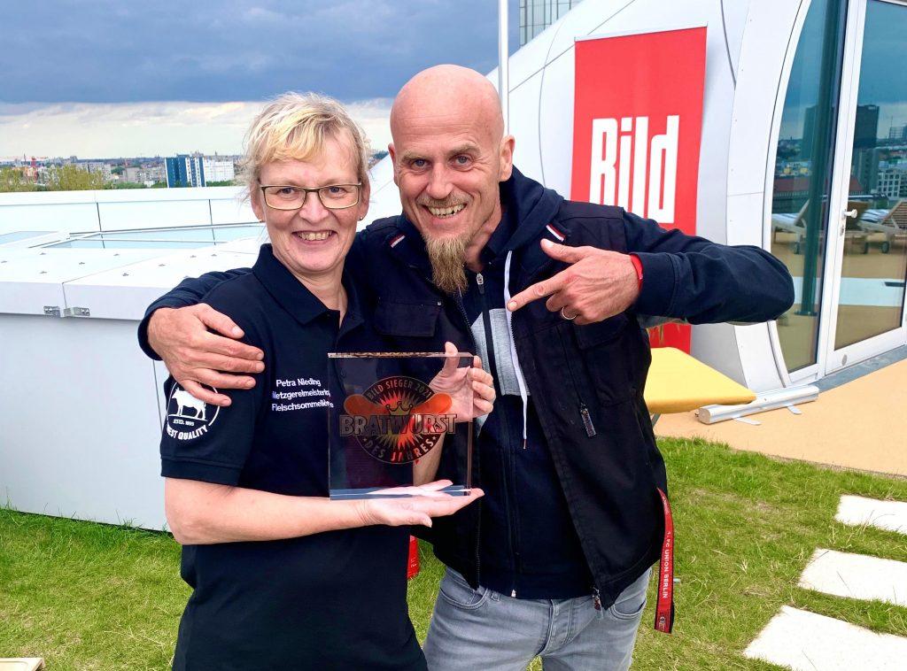 Petra Nieding mit TV- und Sternekoch Ralf Zacherl . Foto: Nieding